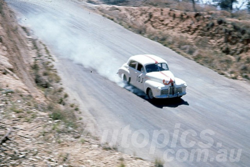 60123 - R. Rowlings, Holden FX - Bathurst 1960 - Photographer Jeff Harrop