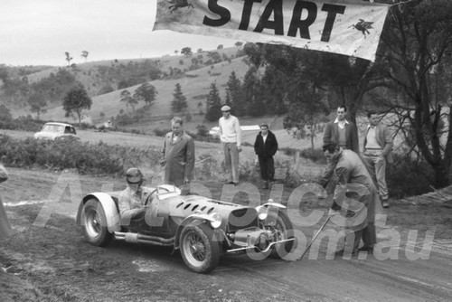 59015 - Harry Firth, MG TC - Rob Roy Hill Climb 1959 - Photographer Peter D'Abbs