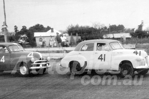 60046 - Andy Selmes, Holden 48-215 & Max Volkers  M. Volkers  Holden FJ -1960 ATCC  Gnoos Blas