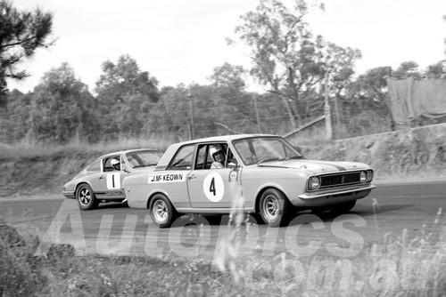700013 - Jim McKeown, Lotus Cortina & Alan Hamilto Porsche - Hume Weir 1970