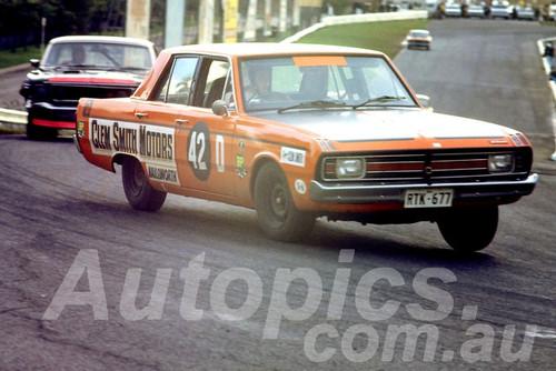 700014 - Clem Smith, Valiant Pacer - Sandown 1970 - Photographer Peter D'Abbs