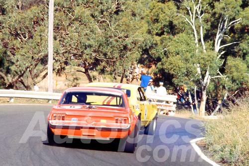 700016 - Norm Beechey, Monaro & Bob Jane, Mustang - Bathurst Easter 1970