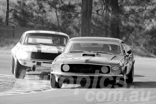 700017 - Allan Moffat & Pete Geoghegan - Creek Corner Warwick Farm 1970
