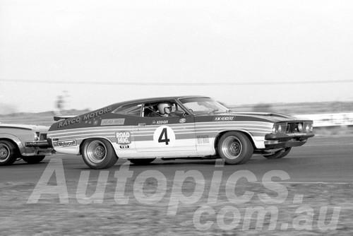 77157 - Jim Keogh, Falcon XB - Calder 1977 - Photographer Peter D'Abbs