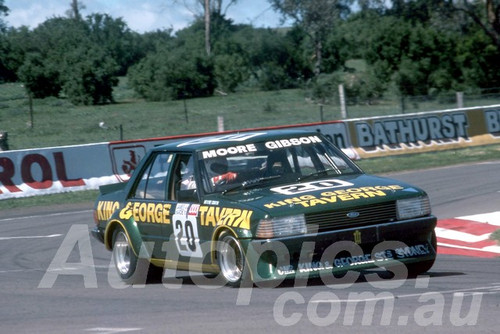 81847  - George Moore & Christine Gibson   Falcon XD - Bathurst 1981 - Photographer Lance J Ruting