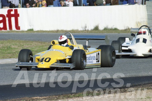 82135 - Geoff Nichol Ralt RT4 & Alf Costanzo Tiga  - Wanneroo 1982  - Photographer  Tony Burton