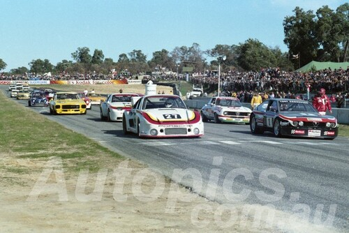 82137 - Alan Jones Porsche 935 Tony Edmodson Alfetta Colin Bond Porsche 944  - Wanneroo 1982  - Photographer  Tony Burton