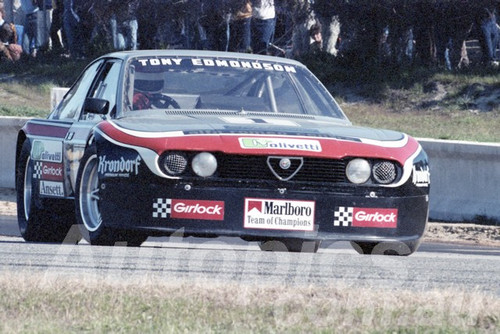 82138 - Tony Edmondson Alfetta  - Wanneroo 1982  - Photographer  Tony Burton