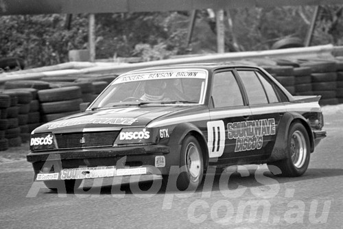 83102 - Rogers & Benson-Brown, VH Commodore - Sandown 1983 - Photographer Peter D'Abbs