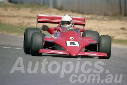 85091 - Mick Moylan, March - Wanneroo March 1985 - Photographer Tony Burton