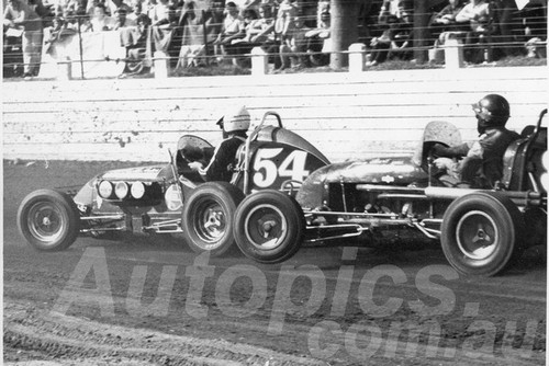 66106 - Sid Middlemass Puckle Fiat & Johnny Stewart Chevy II - Westmead Speedway 1966