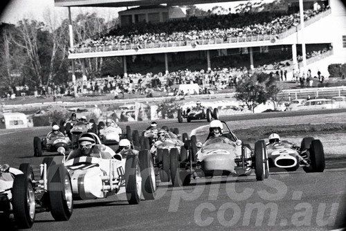 66116- #41 Terry Quartly Bono Vee, #42 Aub Revell Revell Vee & Spencer Martin Repco-Brabhom-Climax - Warwick farm 1966 - Photographer Lance Ruting