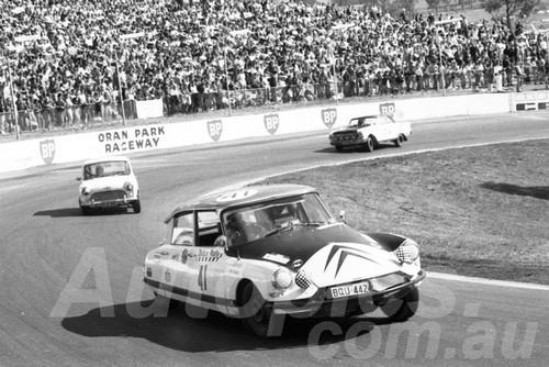 71547 -  Roger Well, Citroen - Dulux Rally Oran Park 1971 - Photographer Lance Ruting