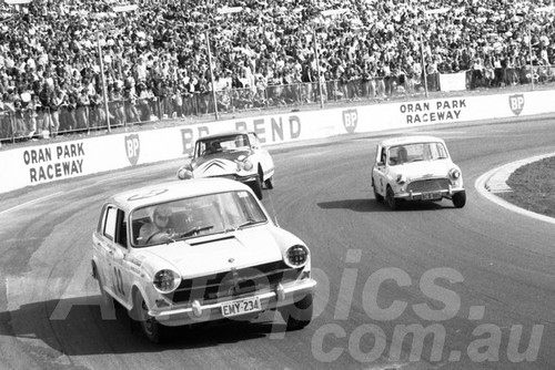 71550 - Peter Navin, Austin 1800 - Dulux Rally Oran Park 1971 - Photographer Lance Ruting
