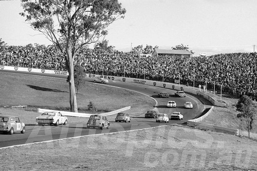 71554 - The Parade lap for the 1971 ATCC at Oran Park - Moffat, Jane & Geoghegan - Photographer Lance Ruting