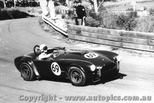 66423 - R. Thorp  AC Cobra  - Catalina Park Katoomba 28/8/19636 - Photographer Lance Ruting