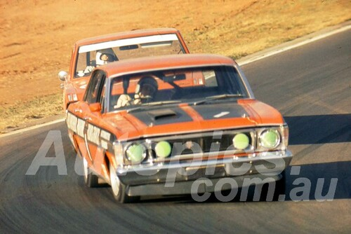 700018 - Fred Gibson Falcon XW & Leo Geoghegan, Pacer - Oran Park 1970 - Photographer Lance J Ruting