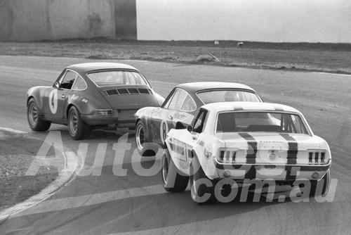 700020 - Bill Brown & Brian Foley, Porsche & Ian (Pete) Geoghegan, Mustang - Oran Park 1970 - Photographer Lance J Ruting