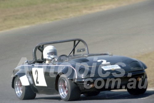80108 - Jim Davidson, Lotus Elan - Oran Park 13th April 1980 - Photographer Lance J Ruting