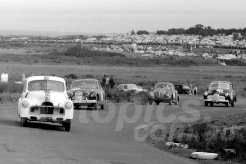 60124 - Jim McKeown, Holden, Pete Geoghegan, Jaguar, George Reynolds, VW Norm Beechy, Holden - Phillip Island 18th September 1960 - Photographer Peter D'Abbs