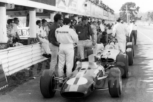 66309 - Jim Clark, Lotus 39 Climax - Longford 1966 Tasman Series