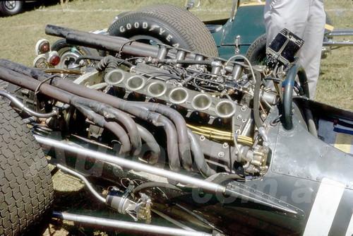 68266 - Richard Attwood BRM V12 - Warwick Farm 18th February 1968 - Photographer Lance Ruting