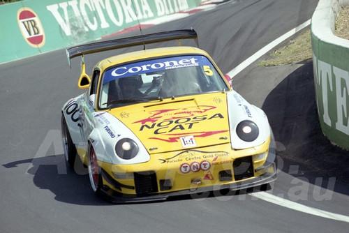202803 - Wayne Hennig - Porsche GT2 - Bathurst 13th October 2002 - Photographer Marshall Cass