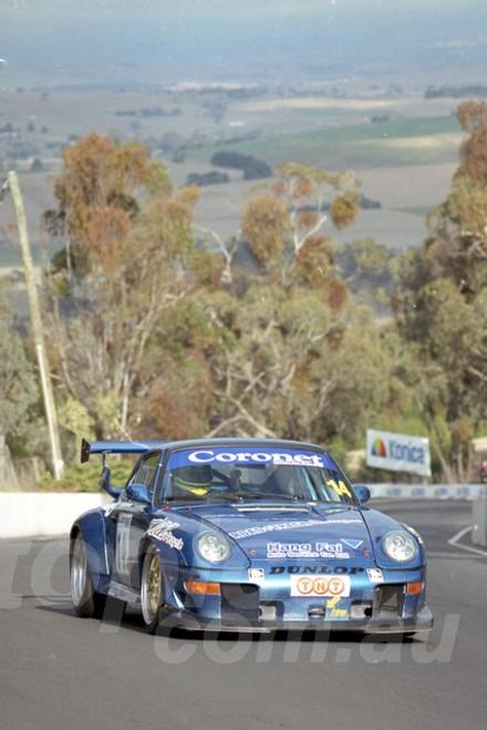 202812 - Nick Thomas - Porsche 911 RSR - Bathurst 13th October 2002 - Photographer Marshall Cass