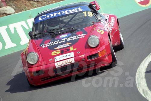 202815 - John Good - Porsche 930  - Bathurst 13th October 2002 - Photographer Marshall Cass