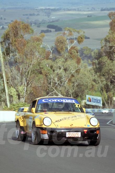 202822 - Peter Coles - Porsche 911 Carrera - Bathurst 13th October 2002 - Photographer Marshall Cass