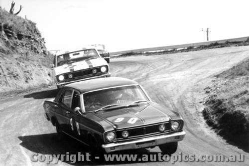 68735 - Fred Gibson / Barry Seton  - Geoghegan / Geoghegan  Ford Falcon XT-GT - Bathurst 1968