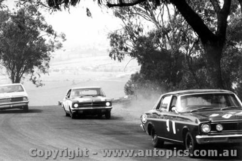 68736 - Fred Gibson / Barry Seton  Ford Falcon XT-GT - Bathurst 1968
