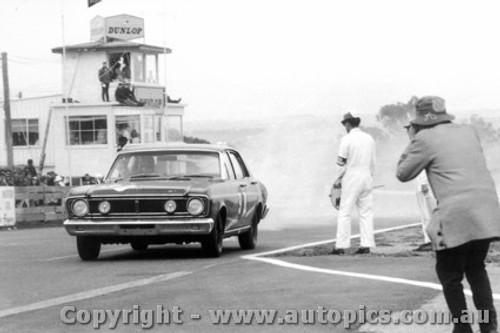 68739 - Fred Gibson / Barry Seton  Ford Falcon XT-GT - Bathurst 1968