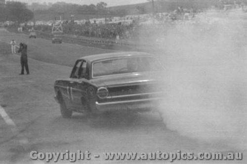 68740 - Fred Gibson / Barry Seton     Ford Falcon XT-GT - Bathurst 1968