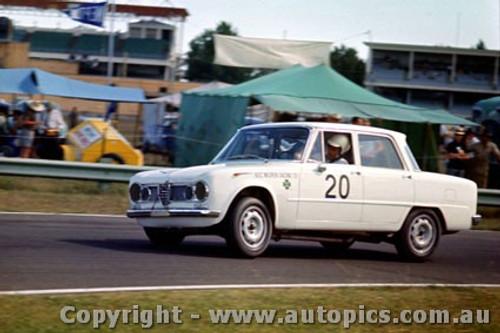 64036 - R. Bussinello Alfa Romeo Guilia TI - Warwick Farm 1964 - Photographer Richard Austin