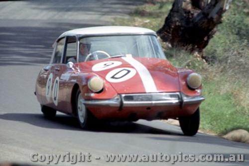 64717  -  B. Buckle / B. Foley  - Citroen ID19-  Bathurst 1964 - Photographer Richard Austin