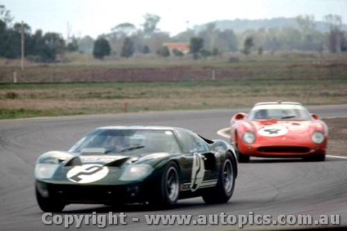66434 - P. Sutcliffe / F. Matich Ford GT 40 -  J. Epstein / P. Hawkins  Ferrari 250 LM - Rothmans 12 Hour Sports Car Race - Surfers Paradise 1966 - Photographer John Stanley