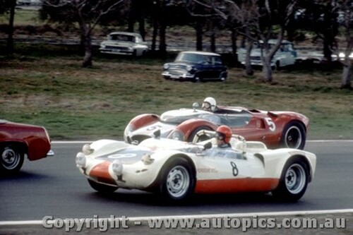 66438 - A. Hamilton / B. Reed Porsche Spyder - Osborne / Carter Cooper Monaco Oldsmobile - Rothmans 12 Hour Sports Car Race - Surfers Paradise 1966 - Photographer John Stanley