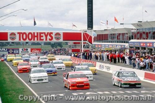 93725  - Start  Bathurst 1993 -   L. Perkins / G. Hansford  1st Outright - Holden Commodore VP