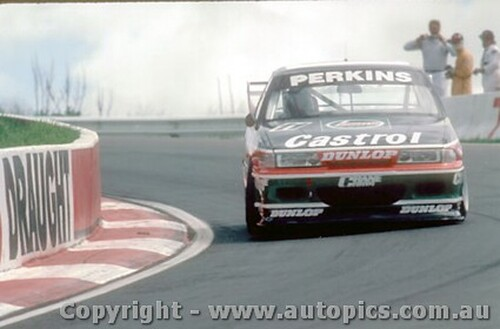 93726  -  L. Perkins / G. Hansford  -  Bathurst 1993 - 1st Outright - Holden Commodore VP
