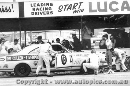 68746 - Tony Roberts / Bob Watson  Holden Monaro GTS 327 - Bathurst 1968