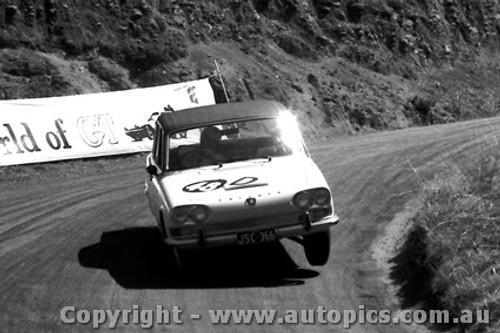 67741 - Sorensen / Young Triumph 2000 -  Bathurst  1967