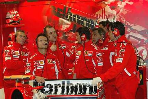 205513 - Ferrari Pit Crew - Australian Grand Prix 2005