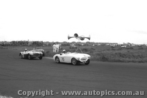 58421 - J. Cleary Austin Healey 100S -  Fishermen s Bend 18th Oct. 1958