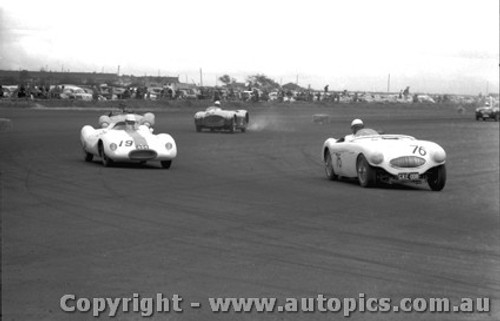 58423 - J. Cleary Austin Healey 100S -  Fishermen s Bend 18th Oct. 1958