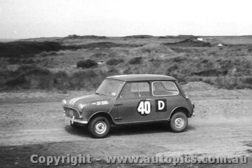 62724 -  J. Hunman / J. Hartnett  - Morris 850 Sports - Armstrong 500 - Phillip Island 1962