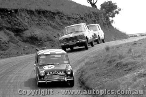 66722  -  Leffler / Jamison  -  Morris Cooper S - Bathurst 1966