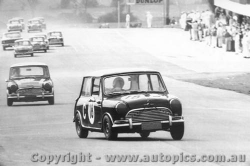 66724  -  Smith / Haylen  -  Morris Cooper S - Bathurst 1966