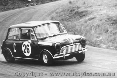 66727  -  M. Crampton /G .Leeds -  Morris Cooper S - Bathurst 1966
