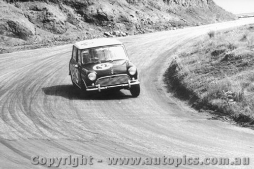 66729  -  Stewart / Morris  -  Morris Cooper  - Bathurst 1966